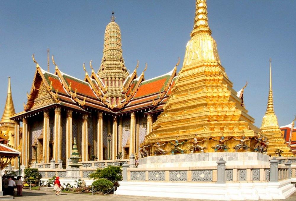 Вокруг храма – 12 сооружений