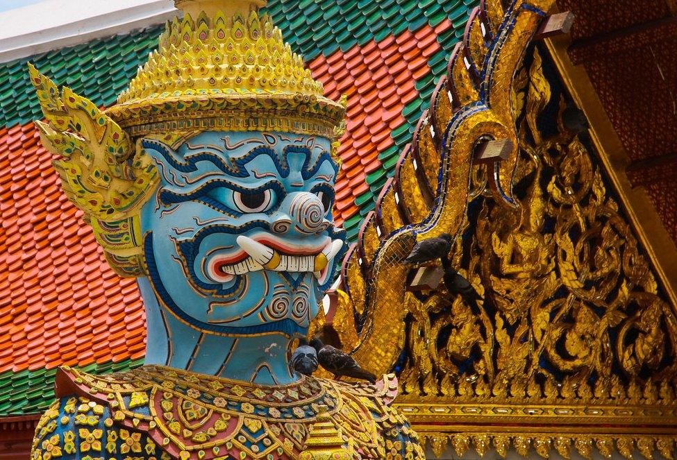 Фигурки героев буддийских священных книг