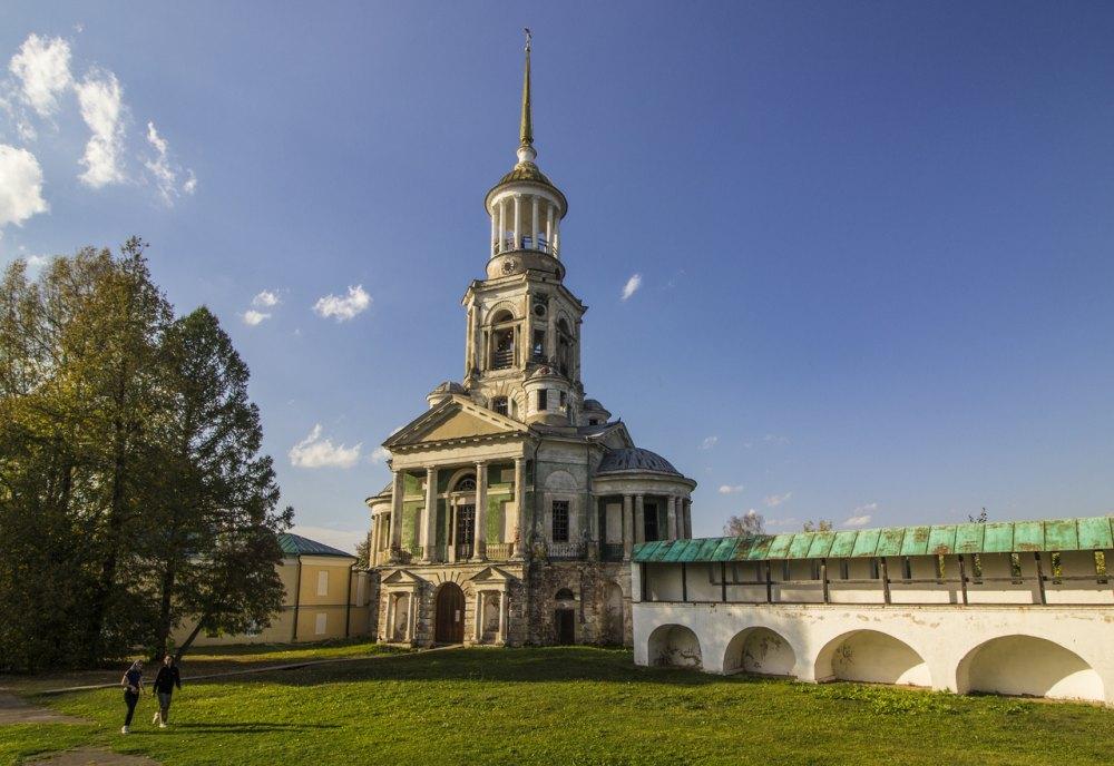 Надвратная церковь Спаса Нерукотворного образа с колокольней