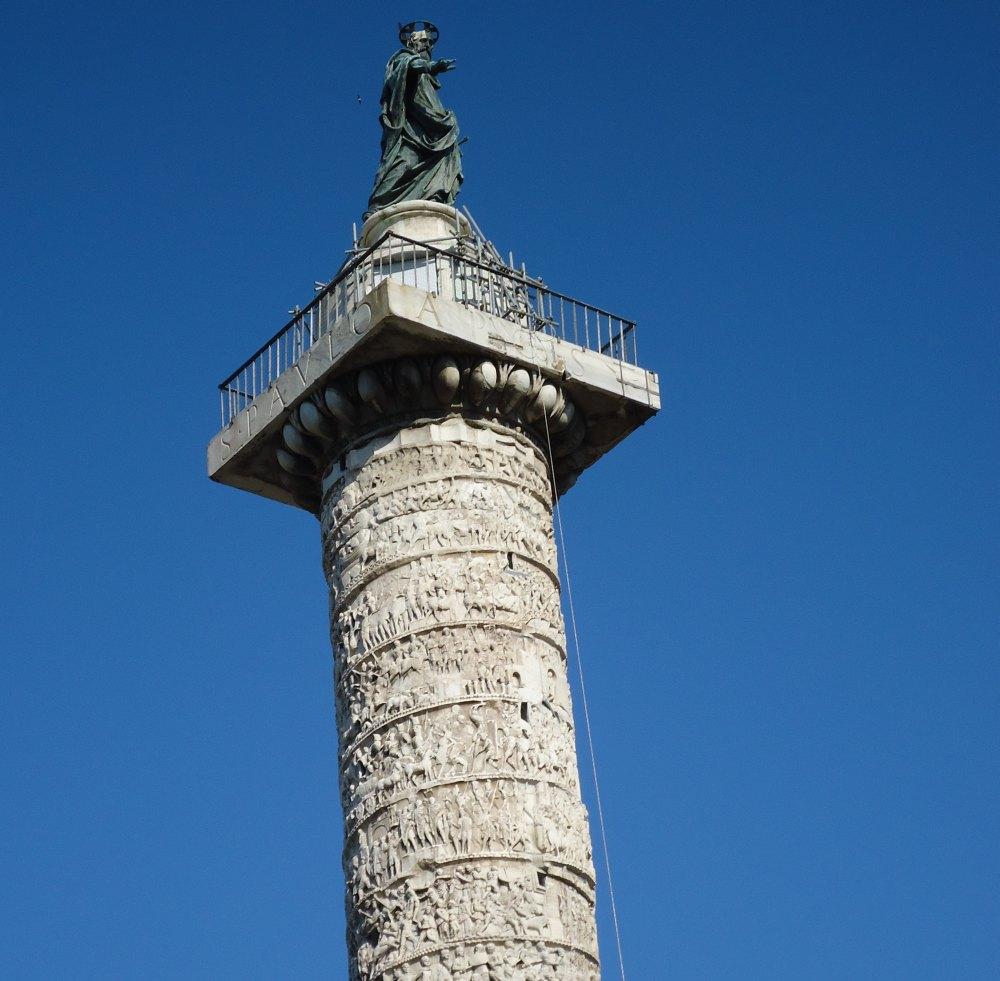 Высота колонны – 29,6 м, высота пьедестала – 10,2 м