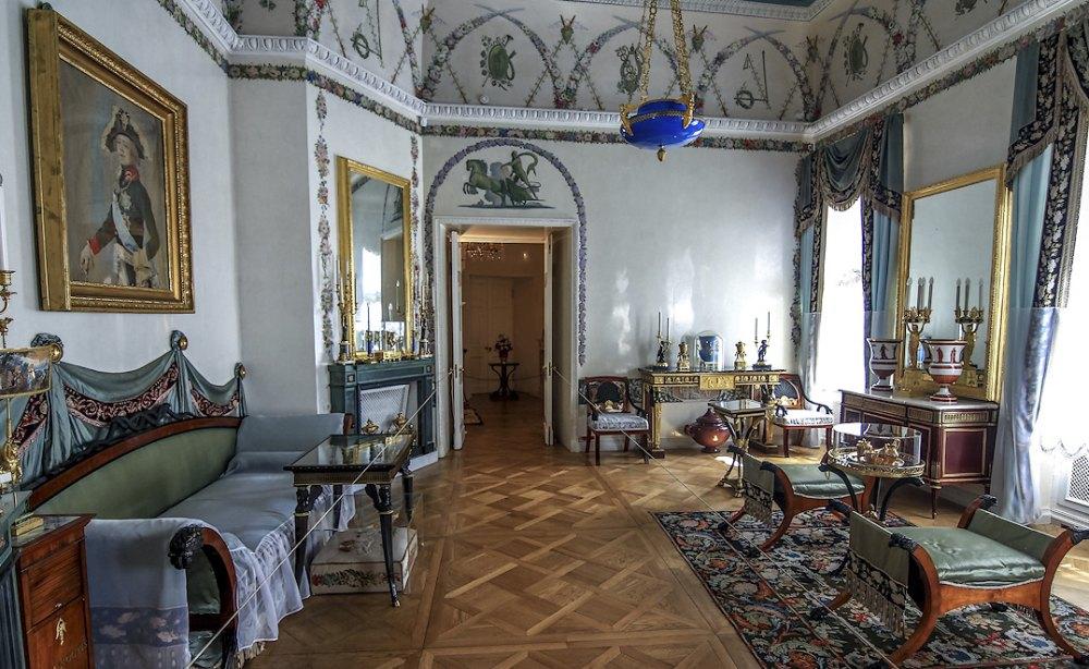 Хозяева украсшали дворец со вкусом