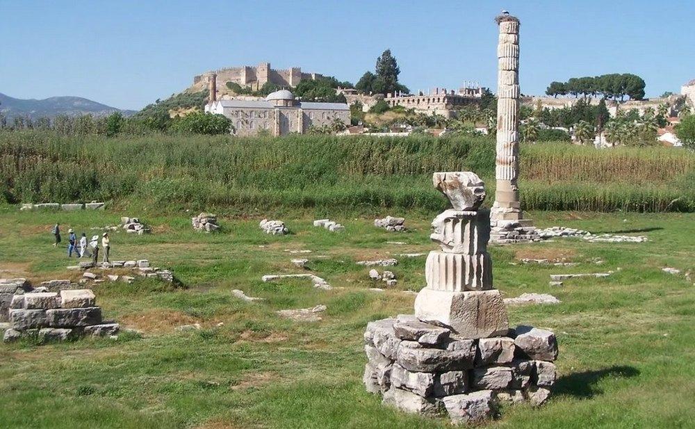 Руины эфесского храма