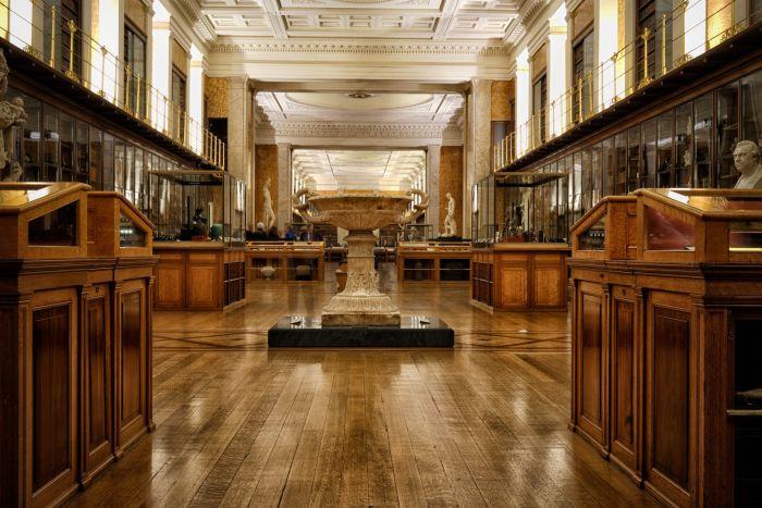 Музей хранит экспозиции, посвященные различным эпохам и странам