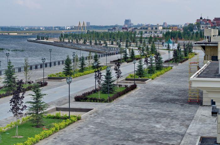 Кремлевская набережная в Казанив