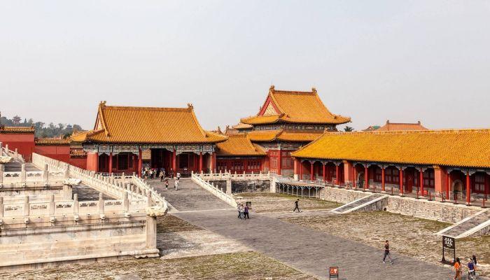 Дворы дворцового комплекса