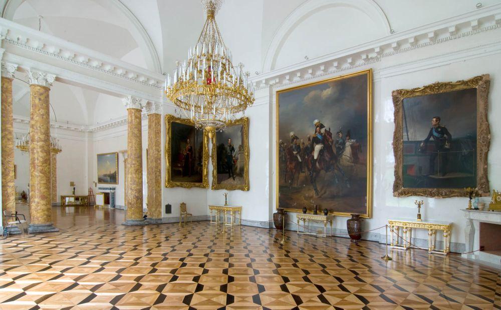 Внути дворца Романовых