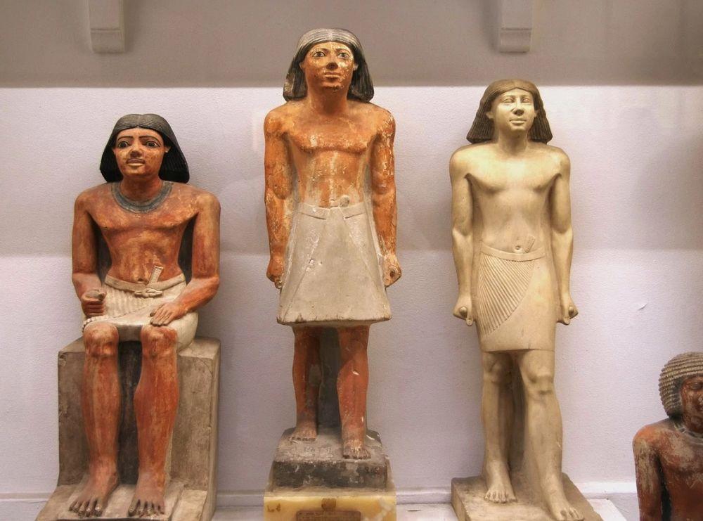 Статуи египетского музея