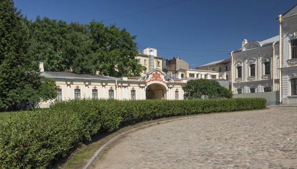 Дворцовая территория