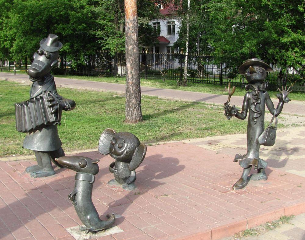 Скульптуры героев популярных советских мультфильмов