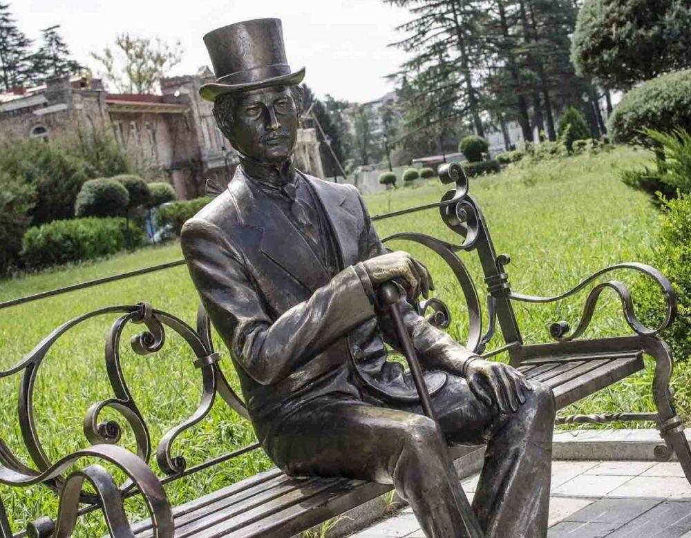 Скульптура хозяина имения