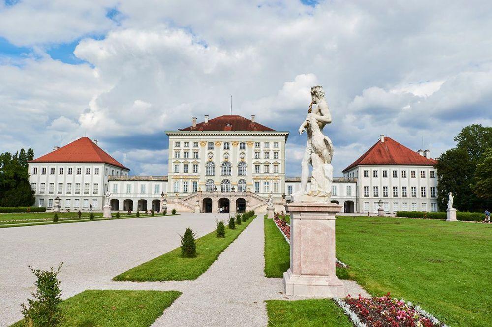 Роскошный дворец в стиле барокко