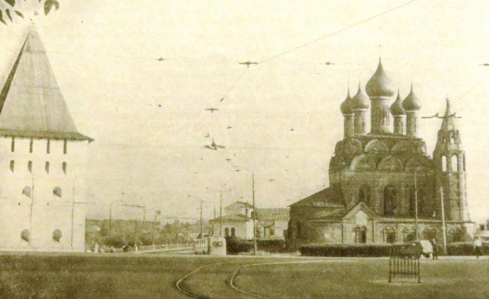 Вид площади Богоявления в Ярославле до революции